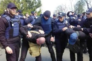 На Аллее славы в Одессе между активистами произошла потасовка: задержали 16 человек