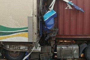 На трассе Одесса-Киев столкнулись две фуры: погиб водитель