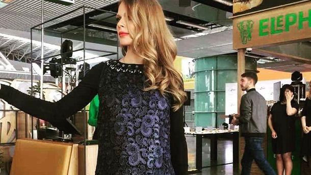 Беременная Ольга Фреймут пришла поддержать дочь на ученическом конкурсе