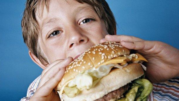 YouTube помог восьмилетнему шоферу изсоедененных штатов без происшествий доехать забургерами