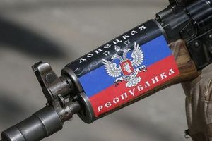 На Донбассе боевик избил женщину