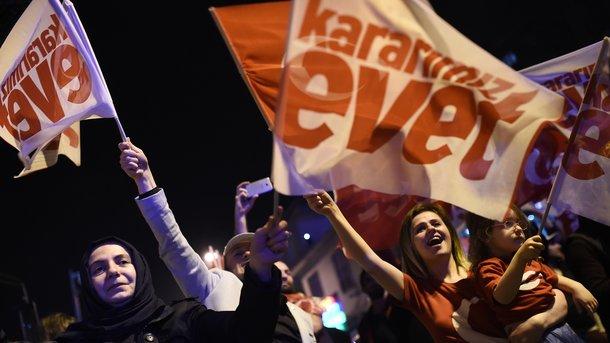 Референдум вТурции: оппозиционеры потребовали пересчета 60% голосов