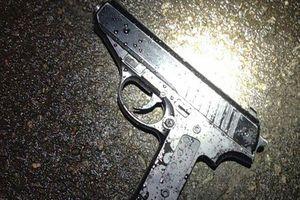 В Харькове мужчина разгуливал по улице с пистолетом