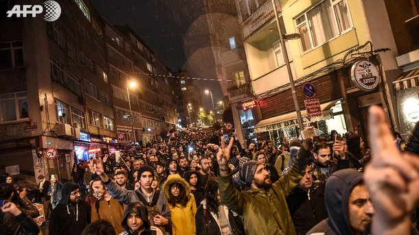 Граждане Стамбула вышли намассовые протесты из-за референдума