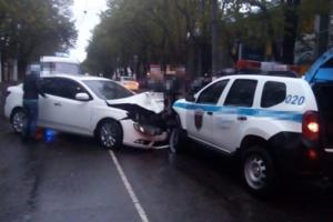 """В Одессе столкнулись иномарки: водителей забрала """"скорая"""""""