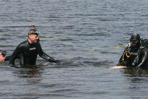 На Днепре водолазы ищут тело пропавшего рыбака