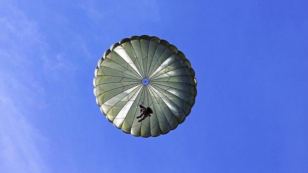 Украинским десантникам выдали опасные для жизни парашюты