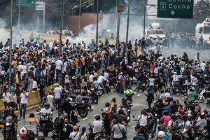 В Каракасе произошли столкновения сторонников оппозиции с полицией