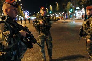 В сети появилось видео смертельной стрельбы в центре Парижа