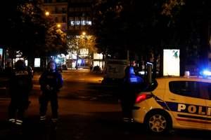 Во время стрельбы в центре Парижа пострадали двое полицейских