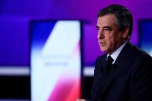 Фийон призвал приостановить кампанию по выборам президента