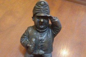 В центре Одессы женщина украла бронзовый мини-памятник