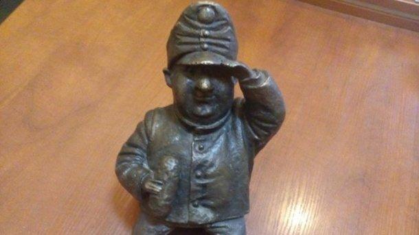 Вцентре Одессы женщина украла бронзовый мини-памятник
