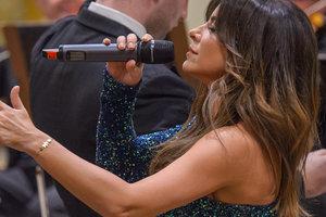 Ани Лорак в роскошном наряде исполнила хит Уитни Хьюстон на концерте в Вене