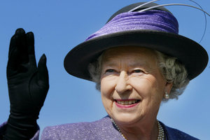 Королевская семья Британии поздравила Елизавету II с 91-летием раритетными снимками