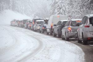 В Одесской области автомобили застряли в километровой пробке