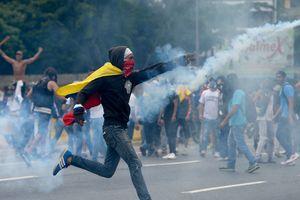 Число погибших в ходе беспорядков в Венесуэле достигло 12 человек
