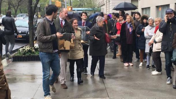 Подозрительный автомобиль нарушил голосование вгенконсульстве Франции вНью-Йорке