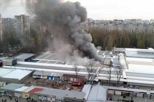 Пожар на рынке в Одессе: раздавались взрывы и пострадали копы