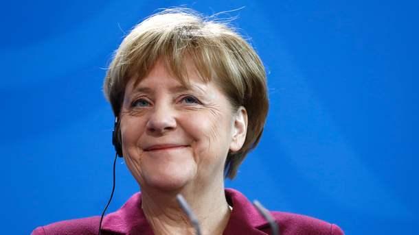 Олланд поддержал кандидатуру Макрона вовтором туре президентских выборов воФранции