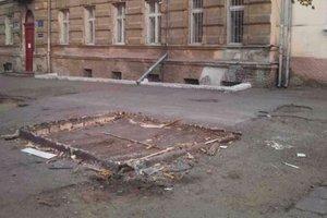 В Одессе сносят незаконно установленные МАФы