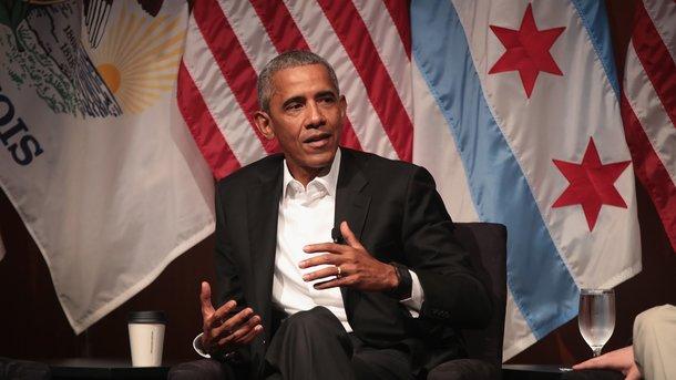Обама впервый раз выступил напублике после ухода споста президента США