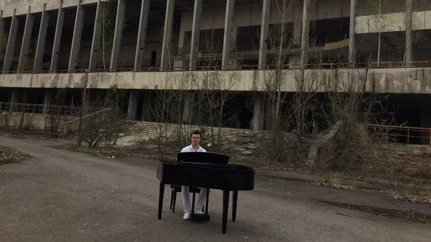 Украинский музыкант исполнил «Nocturne» вгороде-призраке Припяти