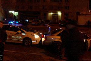 В Харькове патрульные устроили погоню за иномаркой