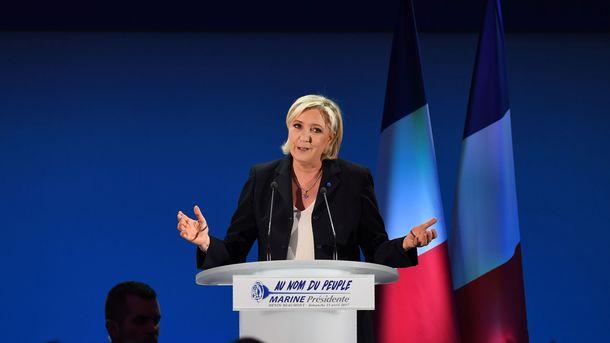 Милиция Парижа применила газ против школьников