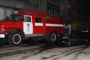 В Киеве на Подоле дотла сгорело заброшенное здание