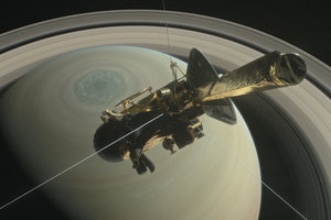 NASA показало уникальные фото шторма на Сатурне
