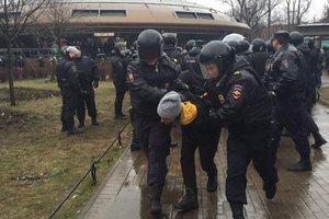 На акции против Путина в Питере задержали около 30 человек
