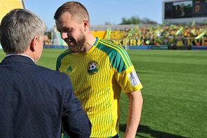 Экс-игрок сборной Украины получил награду в России за спасение потерявшего сознание футболиста