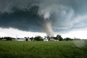 На США обрушились торнадо и наводнения: число жертв растет