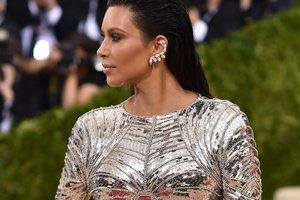 Ким Кардашьян поделилась пикантным селфи в бикини
