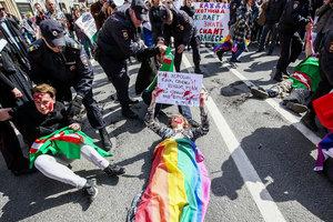 В Петербурге на первомайском шествии арестовали 10 ЛГБТ-активистов