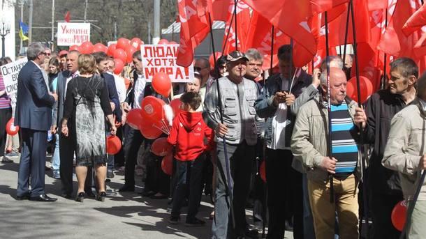 Первомайские демонстрации вДнепре: под красными флагами, однако без коммунистической символики