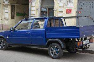 """На дорогах Украины заметили уникальную """"Таврию"""""""
