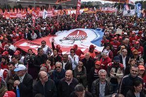 Первомай в Турции: полиция задержала 165 демонстрантов