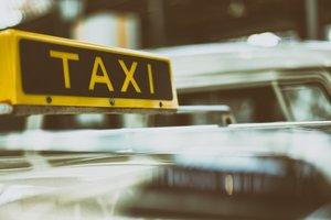 Во Франции арт-дилер забыл в такси картину стоимостью 1,5 миллиона евро