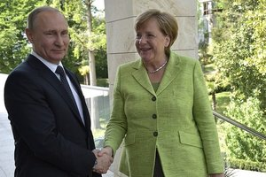Меркель призвала Путина защитить права геев в Чечне