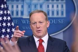"""Белый дом прокомментировал слова главы ФБР о """"величайшей угрозе"""" со стороны РФ"""