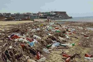 Сезон в Крыму: туристов встречают горы мусора