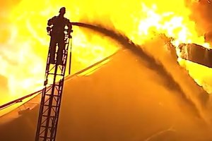 В центре Москвы бушует пожар