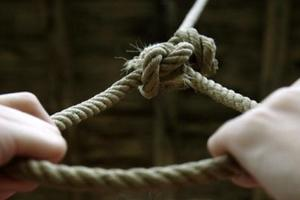 Жуткое самоубийство: муж набросился на жену с ножом и покончил с собой