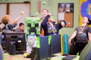 В IТ-лагерях детей научат разрабатывать игры, мультфильмы и печатать на 3D-принтере. Фото: idtech.com