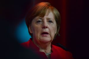 Меркель объяснила, как НАТО следует вести себя с Россией