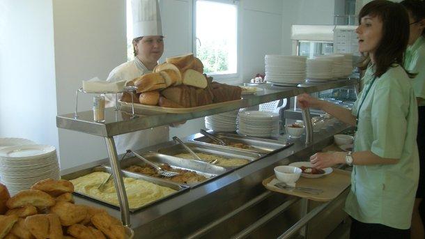 В столовой СПбГУ предлагают съесть георгиевскую ленточку. Иллюстрация