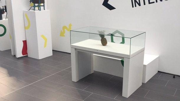 Организаторы выставки вШотландии приняли «случайный» ананас заэкспонат иостеклили его