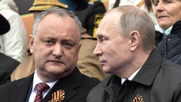 Додон тоже вставил ножичек в спину Вовану: Молдавия выслала из страны пятерых российских дипломатов